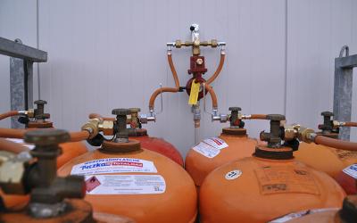 Reif für die Insel: Hallenheizung mit Flaschengas