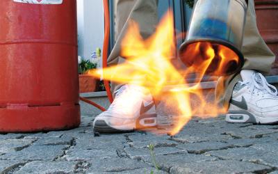 Unkraut abflammen: schnell und effektiv mit Flüssiggas